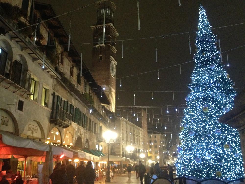 Immagini Di Verona A Natale.Il Mercatino Di Natale Di Verona Impronte Nel Mondo