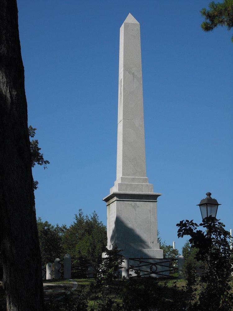 Cosa vedere a Trieste obelisco