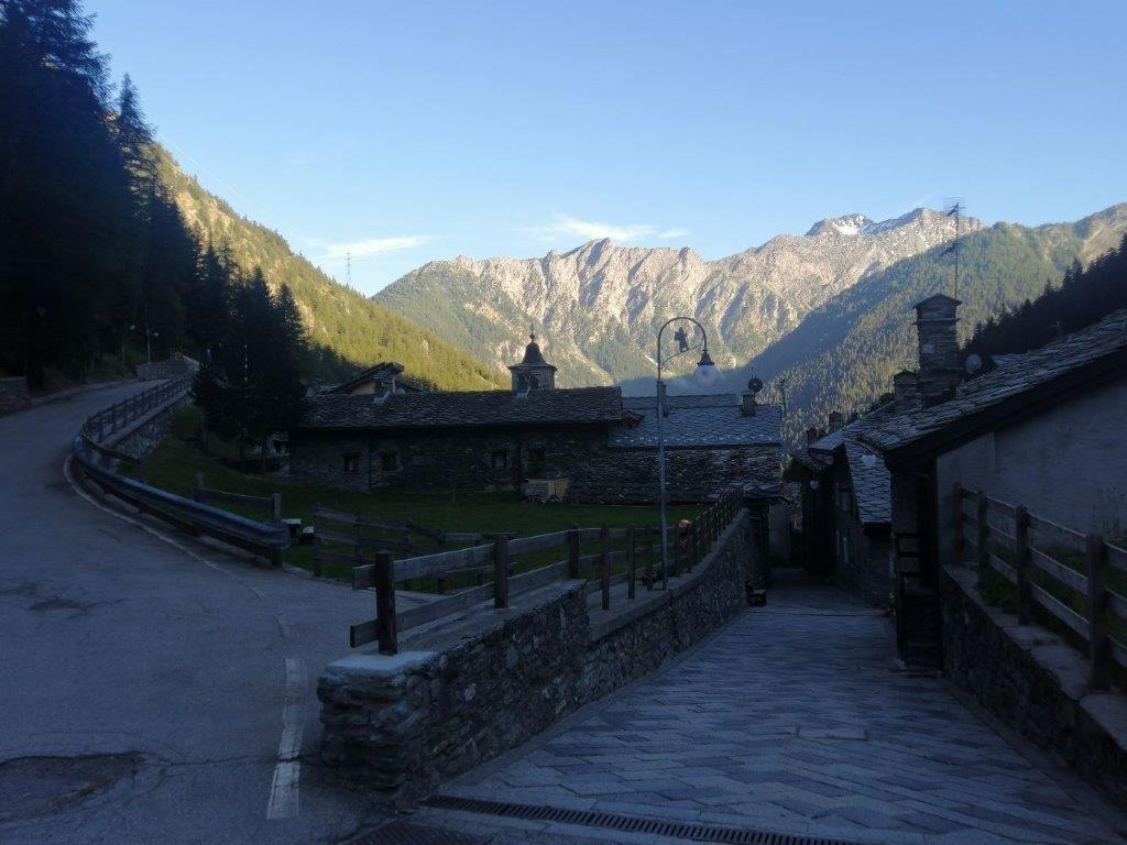 Via Francigena in Valle d'Aosta dal Gran San Bernardo a Etroubles